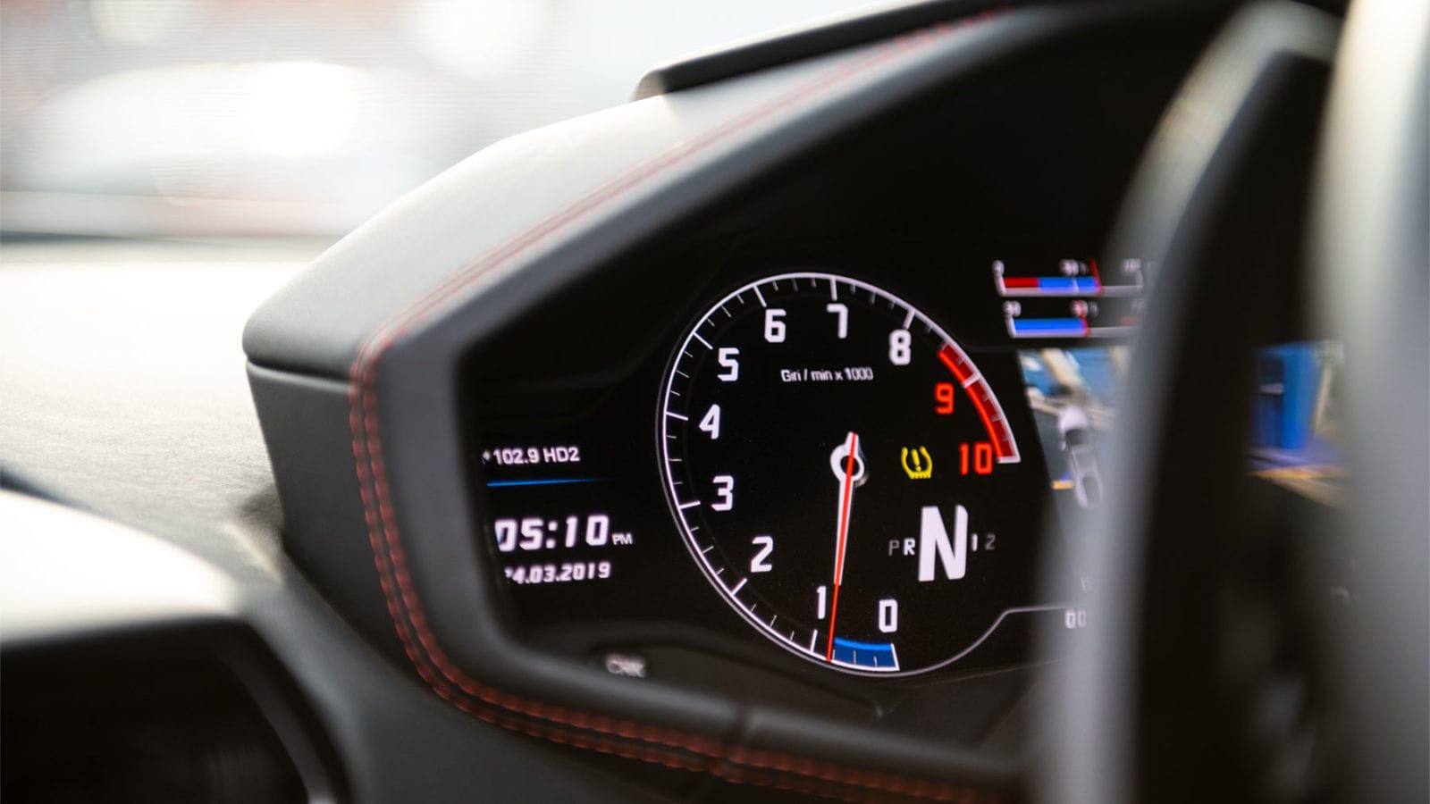 Lamborghini Huracan tachometer